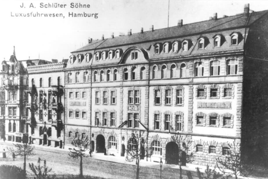 Historical photo of the building at Allende-Platz 1.