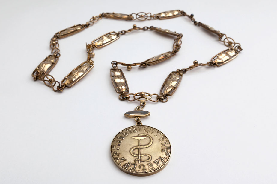 Medallion for the chain of office for the deans of the faculties, faculty of medizin