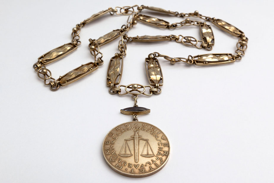 Medallion for the chain of office for the deans of the faculties, faculty of law