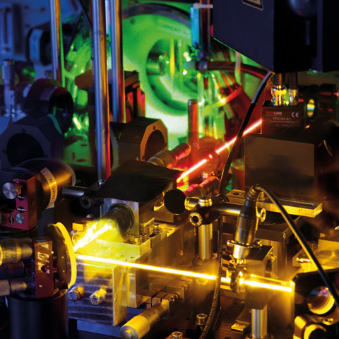 Using lasers to make molecular films about the movement of the tiniest particles