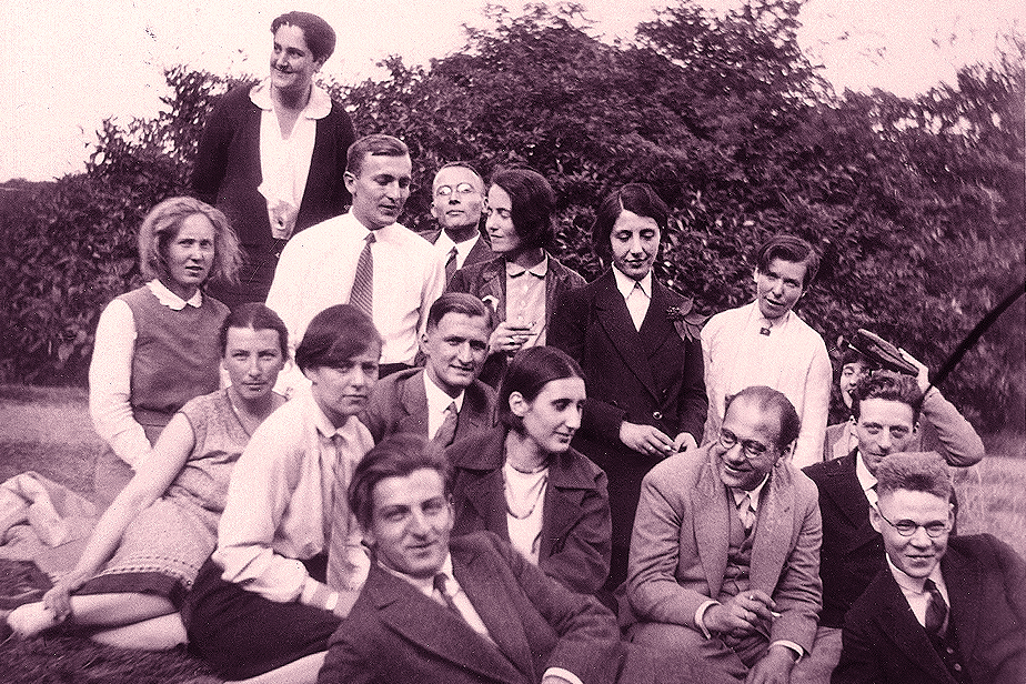 Seminar excursion: Students with Erwin Panofsky, ca. 1930